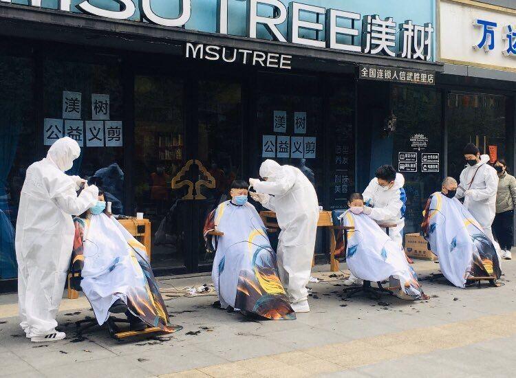 صف چینی ها در آرایشگاههای ووهان