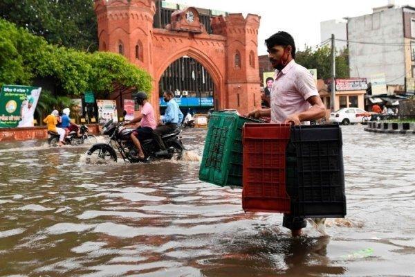 سیل در هند و نپال 4 میلیون نفر را بی خانمان کرد، 189 تن کشته شدند