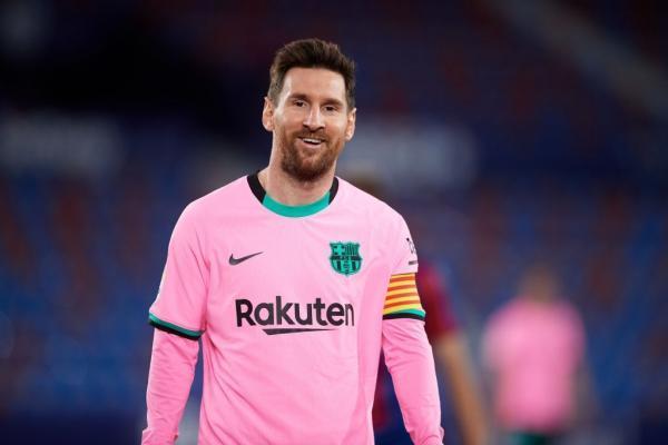 مسی در آستانه تمدید قرارداد دو ساله با بارسلونا