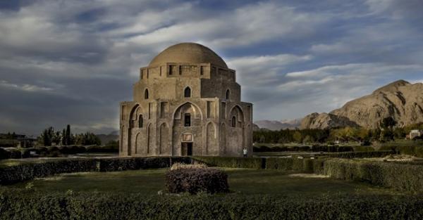 محوطه گنبد جبلیه کرمان ساماندهی می گردد