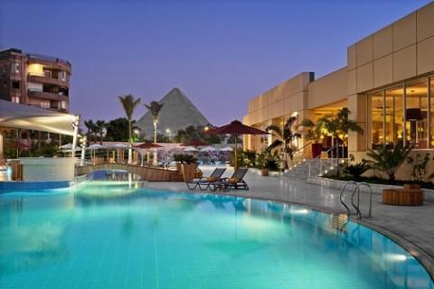 هتلی با منظره هرم عظیم جیزه، عکس