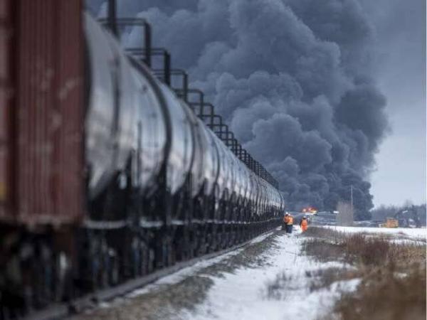 برخورد قطار های باری در جنوب کانادا